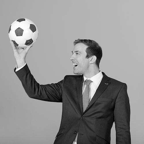 Oliver_Vrieze_football_foto_bw.png